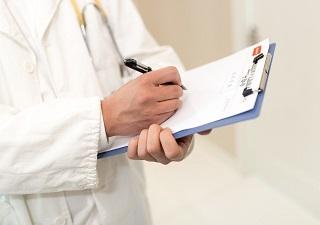 慢性丙肝患者发绀、杵状指,何因所致?
